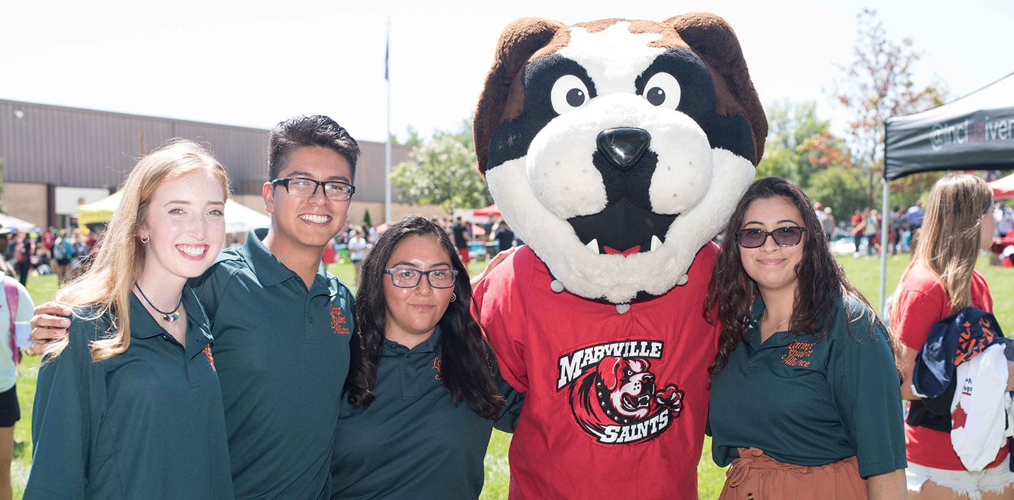 LatinX students hanging out with Maryville's mascot, Louie.